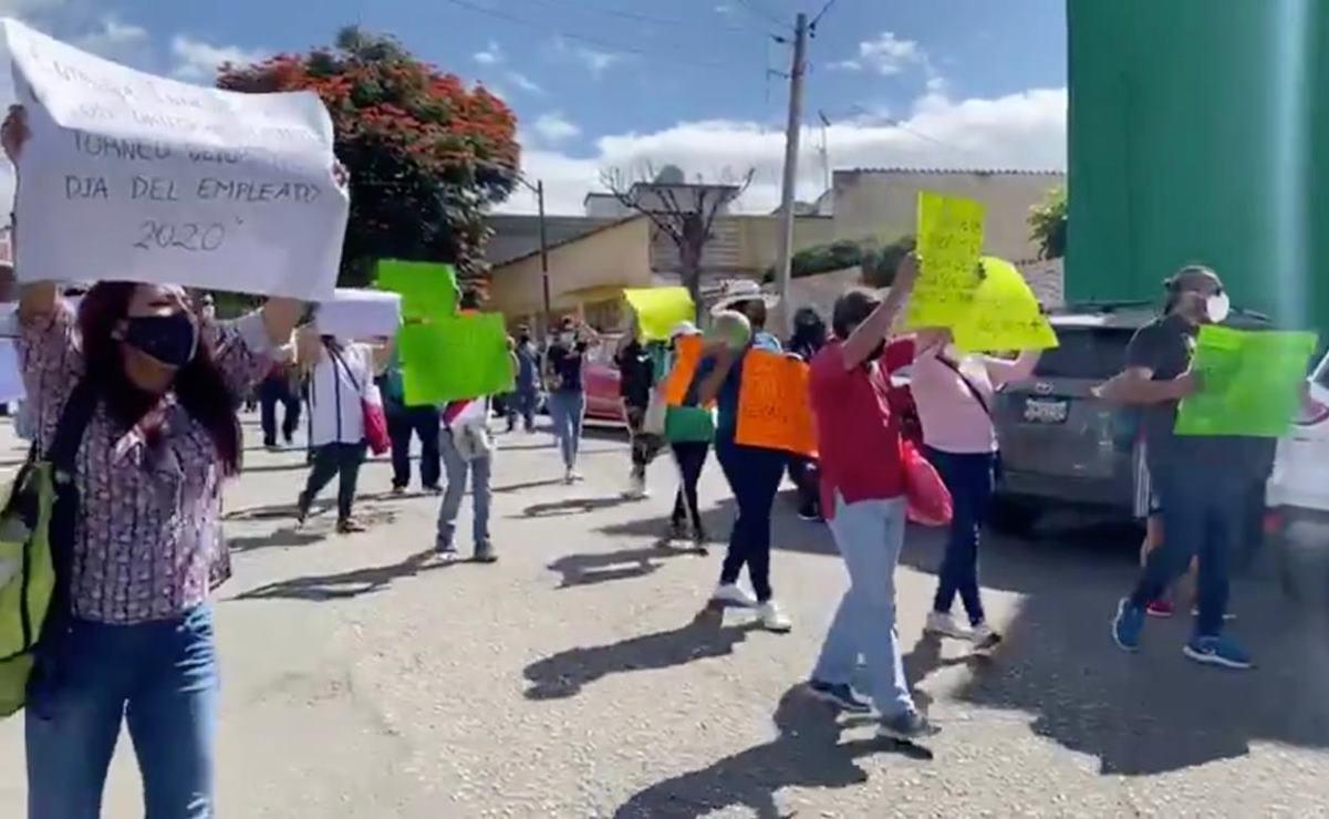 Protestan trabajadores de los poderes del Estado para exigir incentivos deportivos