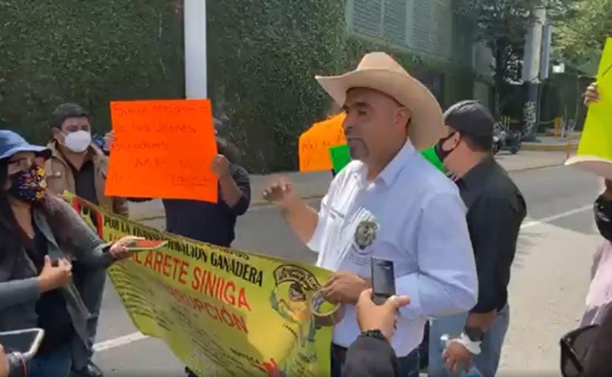 Rechazan ganaderos de Oaxaca arete Siniiga; negocio que se presta a corrupción, señalan