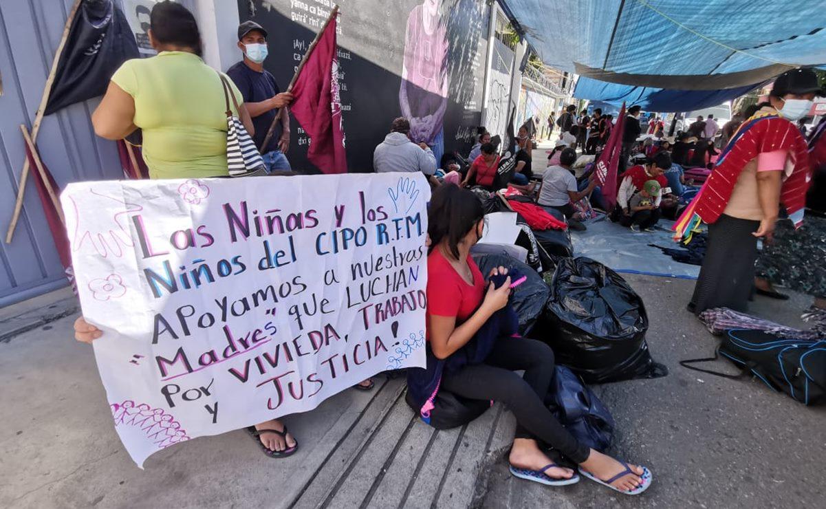 Consejo Indígena bloquea oficinas del INPI en Oaxaca, en apoyo a pueblo Otomí en la CDMX