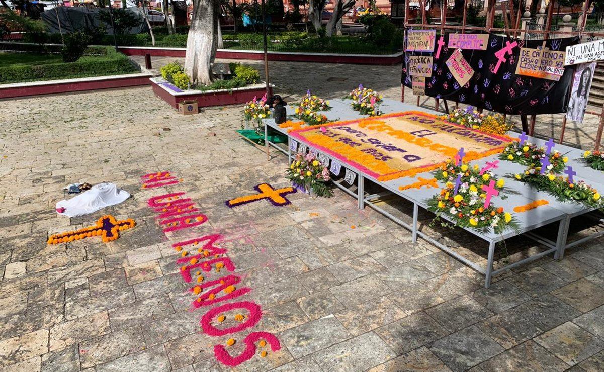 Con una ofrenda, feministas honran memoria de mujeres asesinadas en la Mixteca