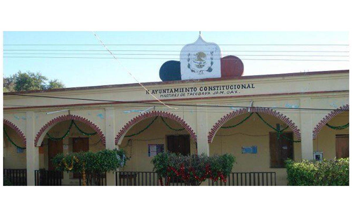 Retienen pobladores a presidenta municipal de Mártires de Tacubaya; la liberan tras intervención de Segego