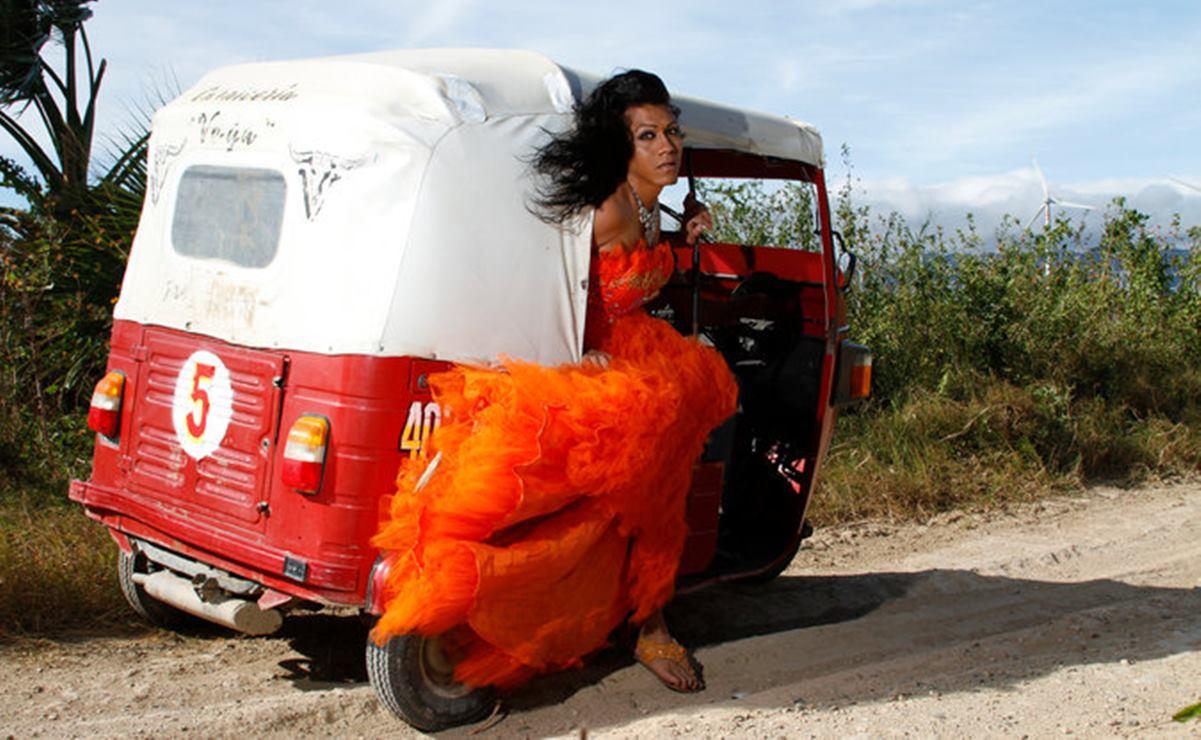 Fotógrafo de Oaxaca gana certamen en Rusia con proyecto que visibiliza a la comunidad muxe'