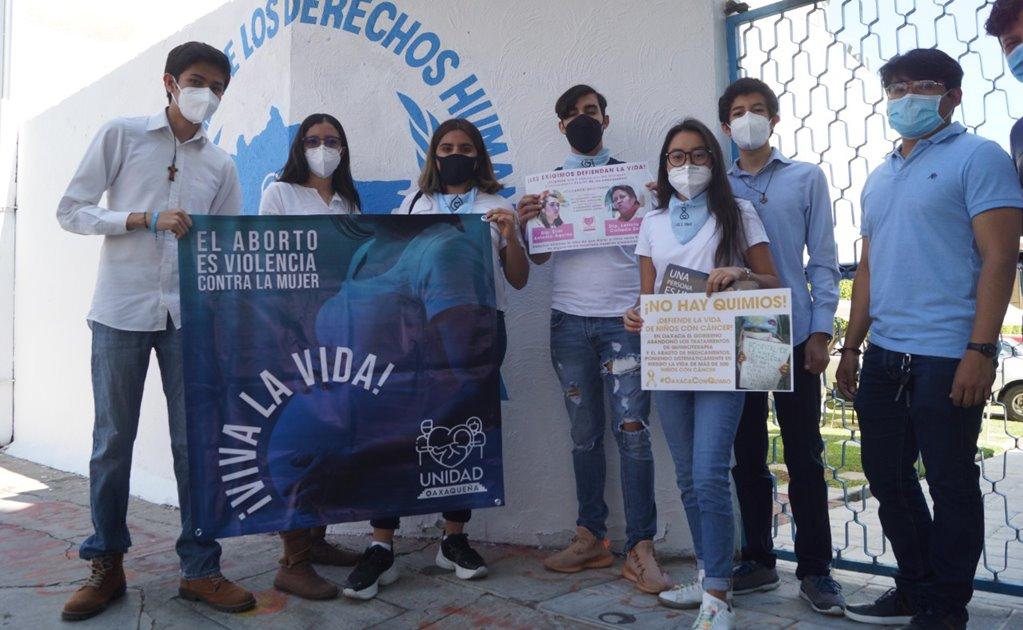 Con caravana vehicular, rechazan aborto legal y exigen medicamentos para niños con cáncer