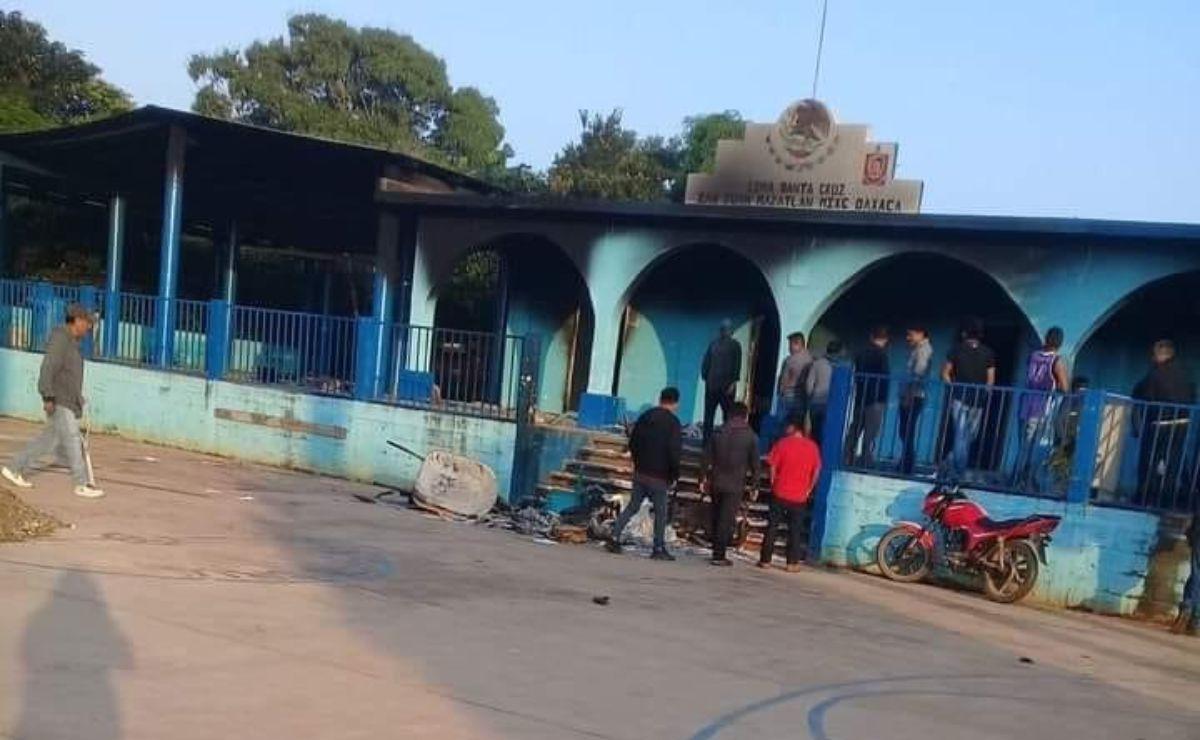 Tras elecciones, toman cabecera de San Juan Mazatlán Mixe y desplazan a 100 familias a las montañas