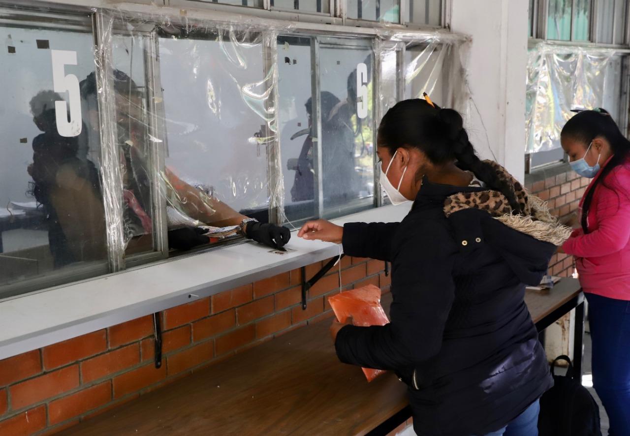 Reciben becas 400 jóvenes indígenas que inician en la docencia dentro de sus comunidades