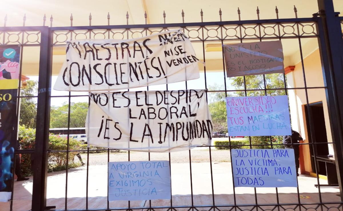 """Unistmo busca """"linchamiento"""" contra docentes por respaldar denuncias de acoso, señala maestra despedida"""