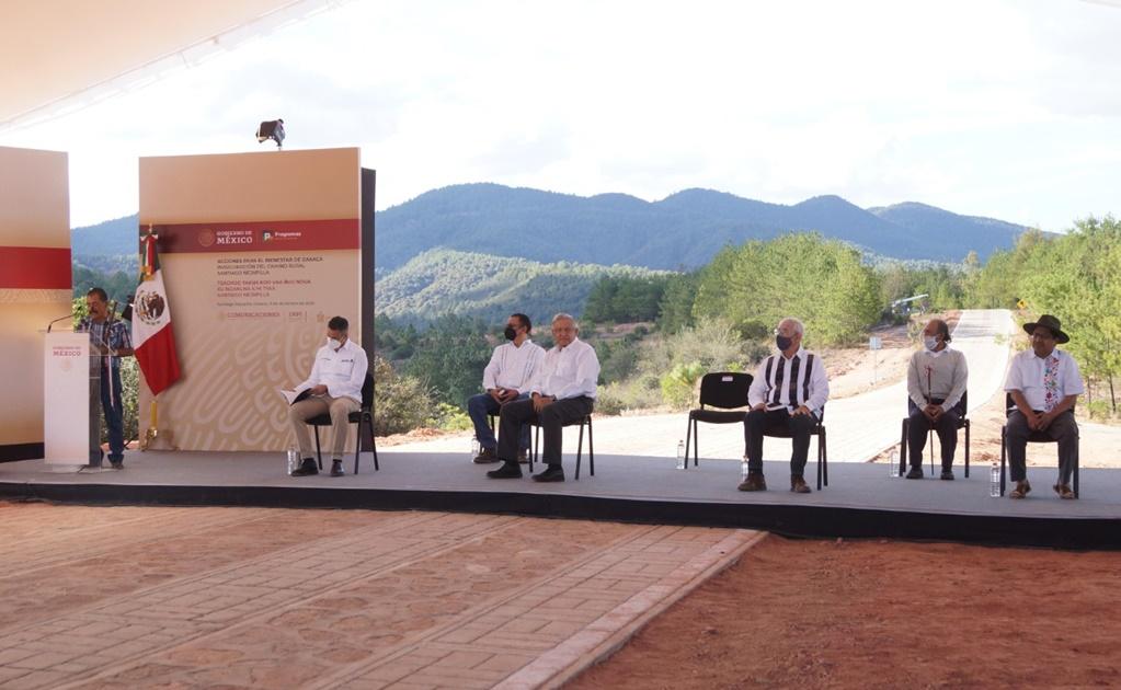Caminos rurales en Oaxaca estarán terminados antes de fin de sexenio: AMLO