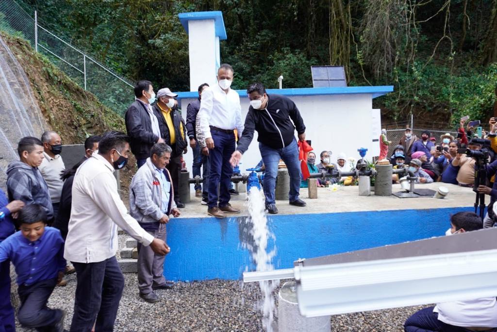 Arranca operación de pozo en Ayutla, tras 3 años sin agua; reconexión al manantial, aún pendiente