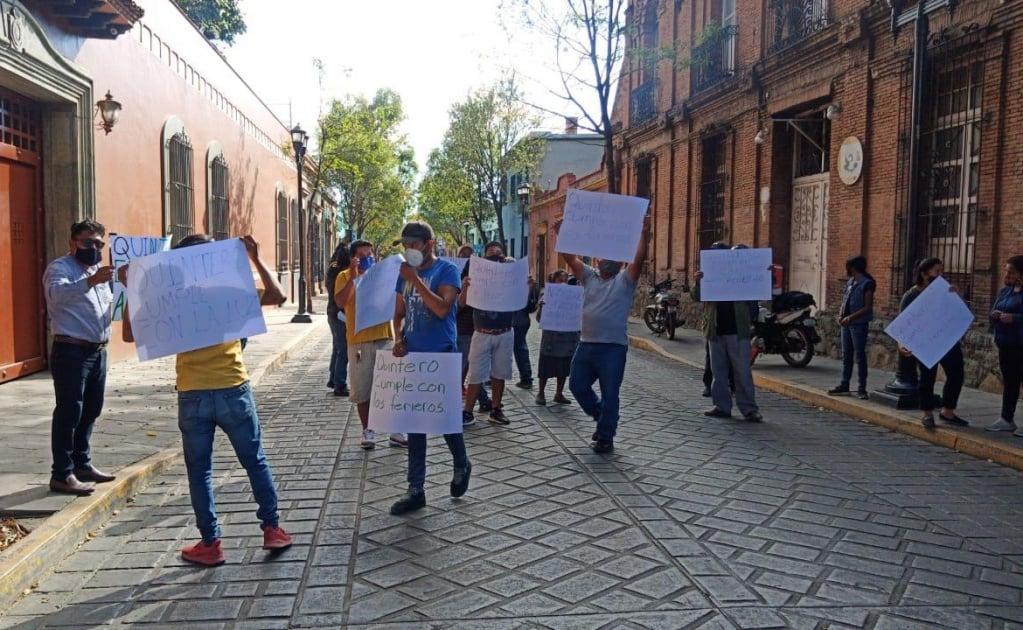Protestan ferieros en Casa Oficial; exigen a Segego cumplir apoyos pactados por pandemia
