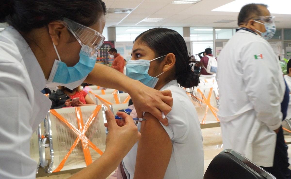 """""""Al principio tenía miedo, pero es como cualquier otra vacuna y hay que ponersela""""; señalan enfermeras"""