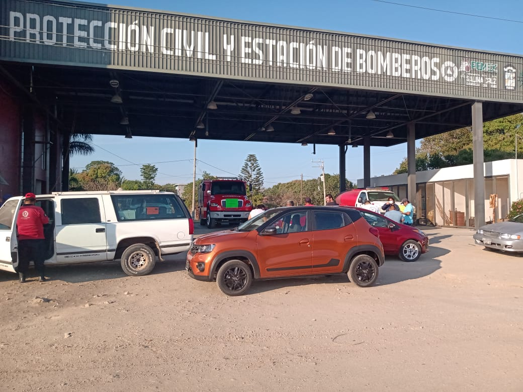 Tras paro laboral de bomberos, destituyen a director de Protección Civil en Salina Cruz