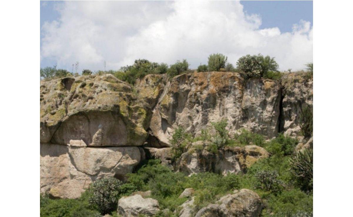Dañan con rayones pinturas rupestres en cueva de Mitla; INAH presentará denuncia ante FGR