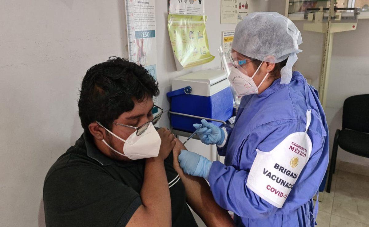Avanza aplicación de 3 mil 900 dosis de vacuna Covid-19 a trabajadores en 15 hospitales de Oaxaca