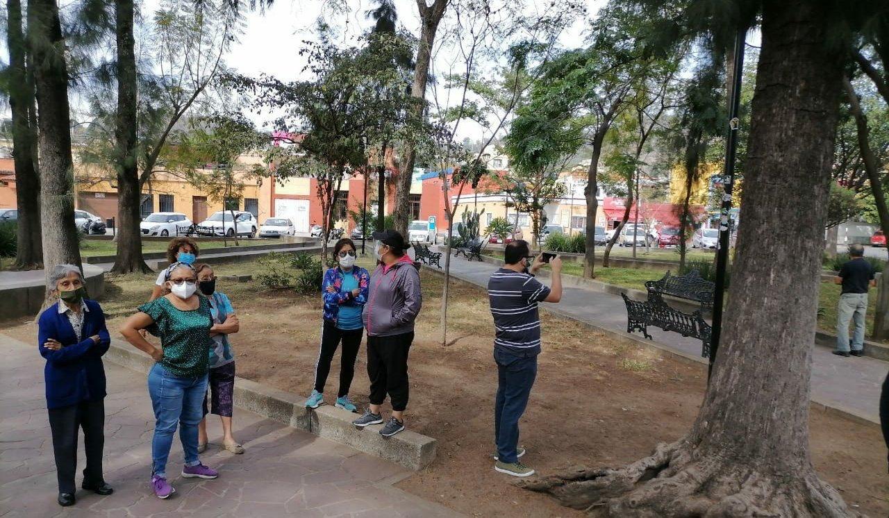 Impiden vecinos del Jardín Conzatti instalación de tianguis de trueque; denuncian daños a flora y fauna