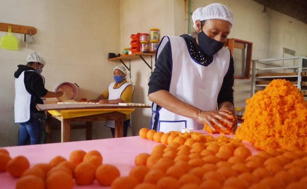 Dulces de coco, una deliciosa forma de combatir la pobreza y dar empleo en la Mixteca de Oaxaca