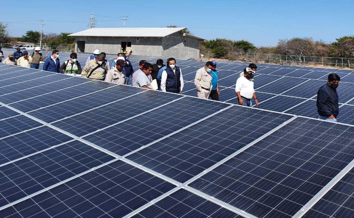 Tras denuncia, CFE se compromete a reparar granja solar en Santa María del Mar y entregarla en mayo
