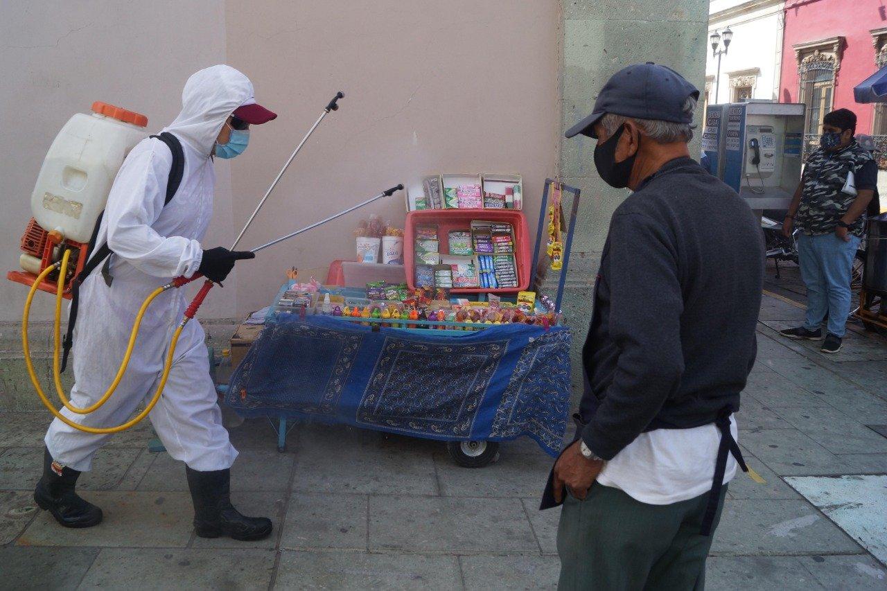 """Van 2 mil 647 muertes por Covid-19 en Oaxaca; pide Murat usar cubrebocas """"es lo único que sí sirve"""", insiste"""