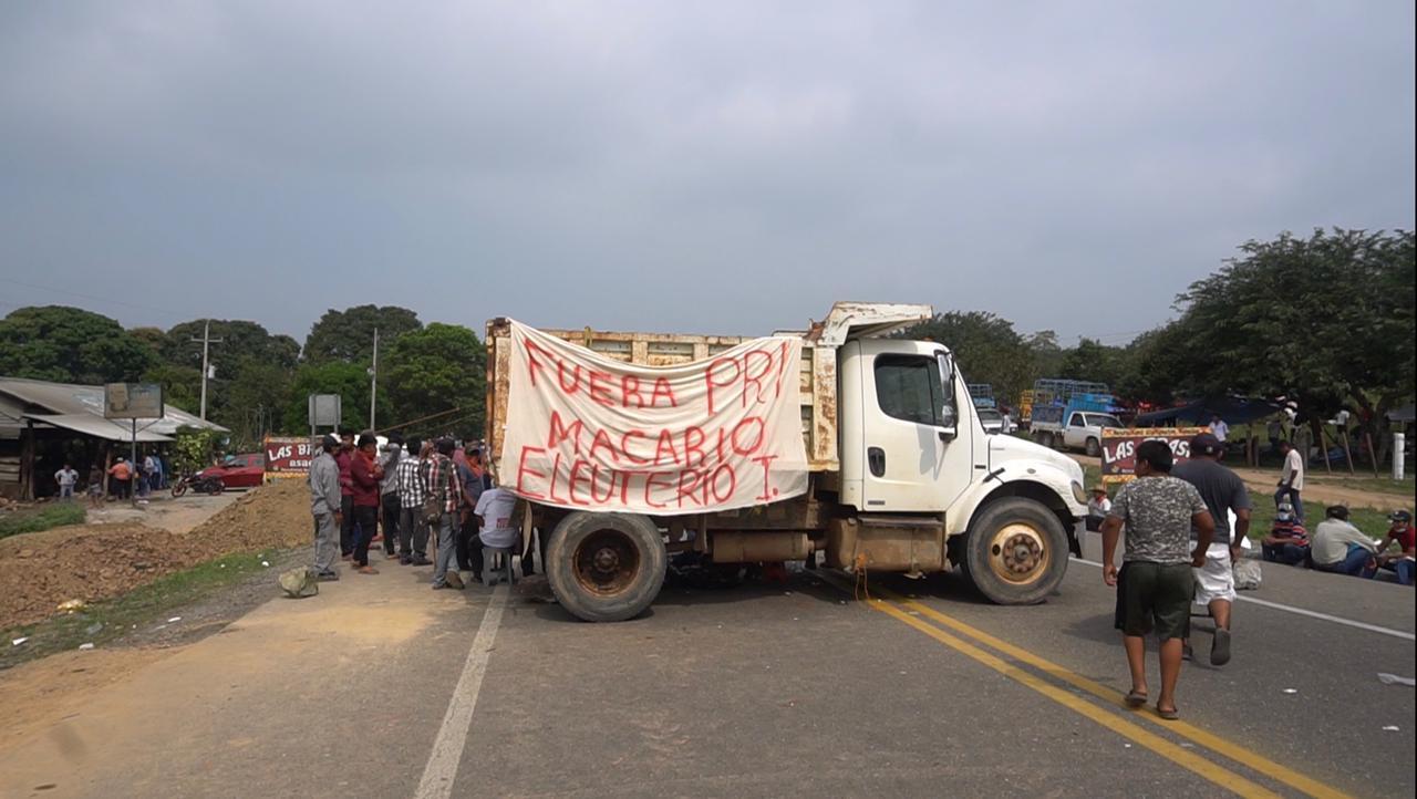 Por conflicto en San Juan Mazatlán Mixe, se mantiene por cuarto día bloqueo en carretera Transístmica de Oaxaca