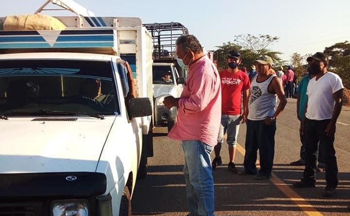 Obligan a funcionario de Oaxaca a pedir cooperación a automovilistas en bloqueo de San Juan Mazatlán Mixe