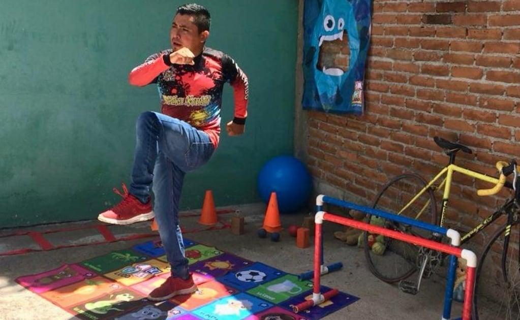 Ejercicios, juegos y lectura: Así migraron profesores de Oaxaca a la web, para enseñar educación física