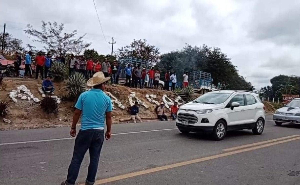 Después de ocho días, mixes levantan bloqueo en el Istmo y liberan a funcionario de Oaxaca