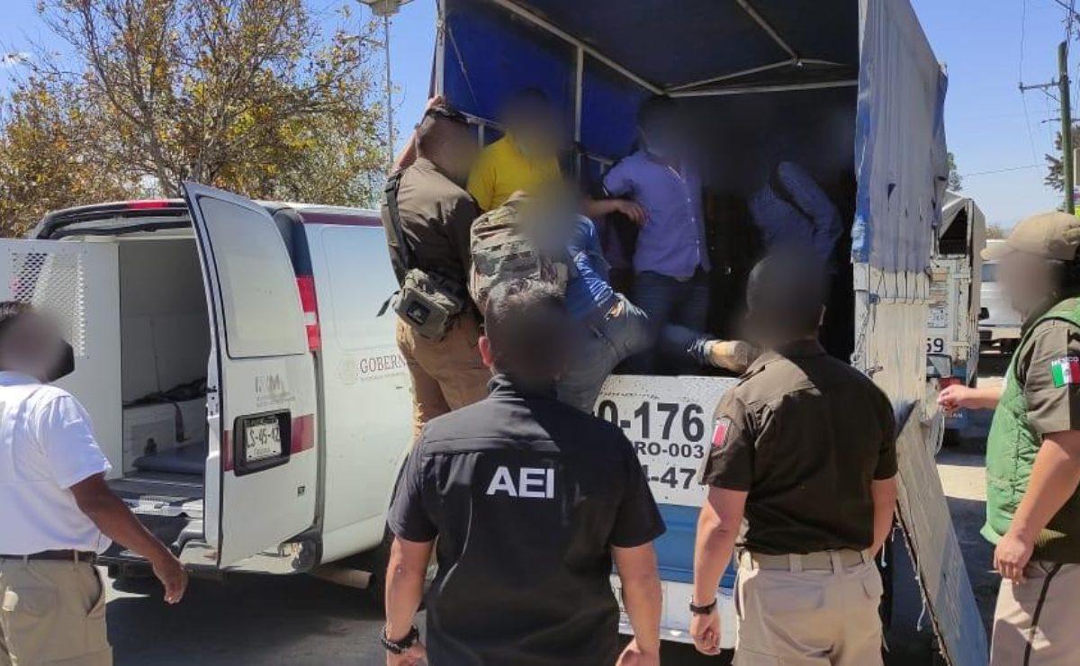 Rescatan a 20 migrantes en San Sebastián Tutla; detienen a dos hombres que los transportaban