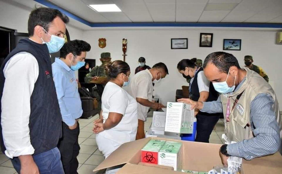 Aplican segunda dosis de vacuna Covid a mil 300 trabajadores de Salud en el Istmo