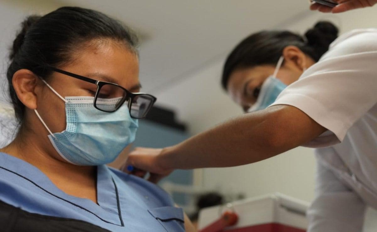 Arranca aplicación de segunda dosis de vacuna contra Covid-19 a personal de Salud de Oaxaca