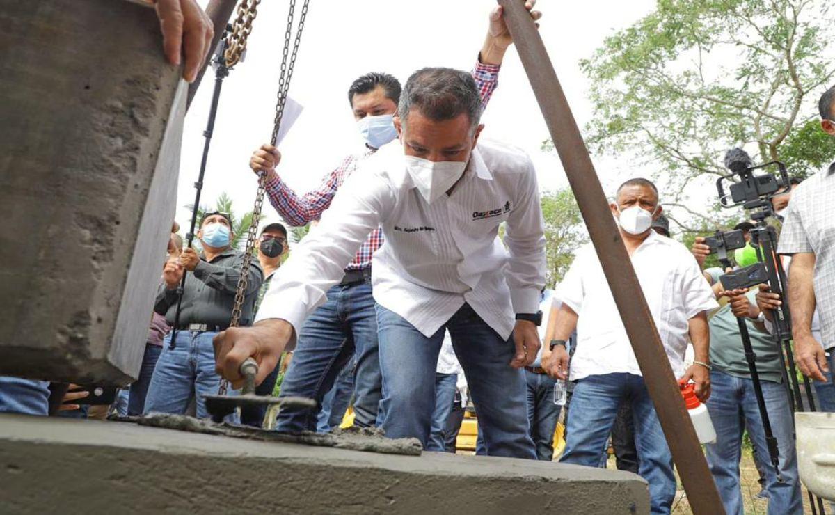 Supervisa Murat colocación de la primera piedra del centro de salud de San Bartolo Tuxtepec