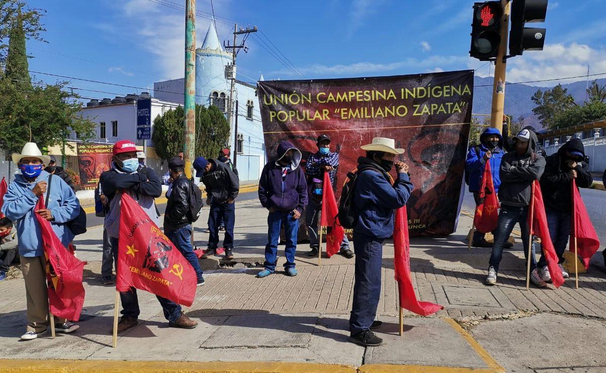 Con bloqueos, exigen a Iocifed cumplir compromisos de hace 5 años con escuelas en Oaxaca