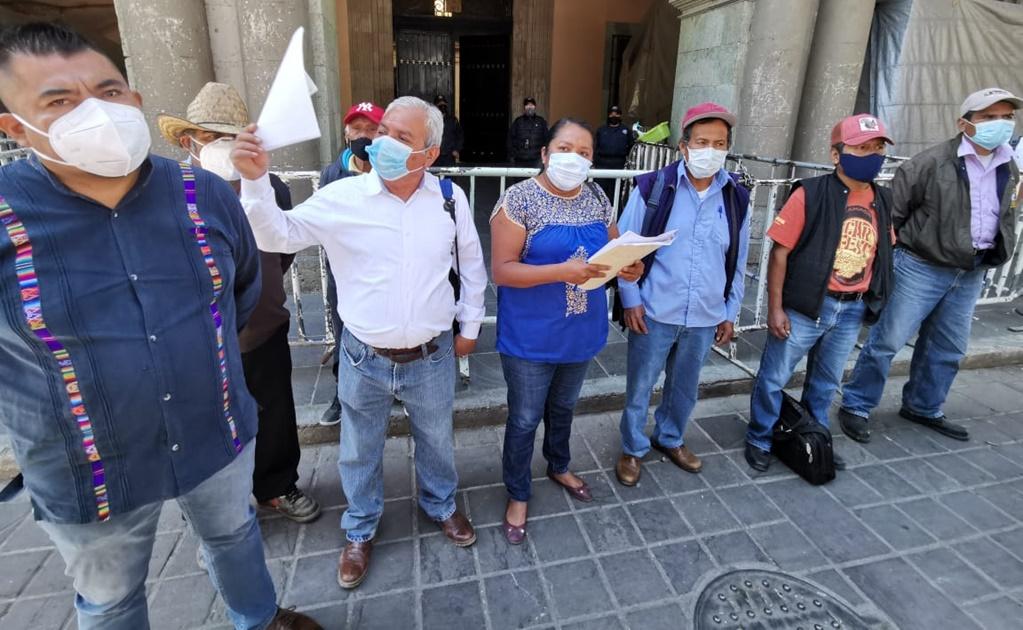 Acusan a edil de San Jerónimo Sosola de modificar programa federal de caminos rurales para su beneficio