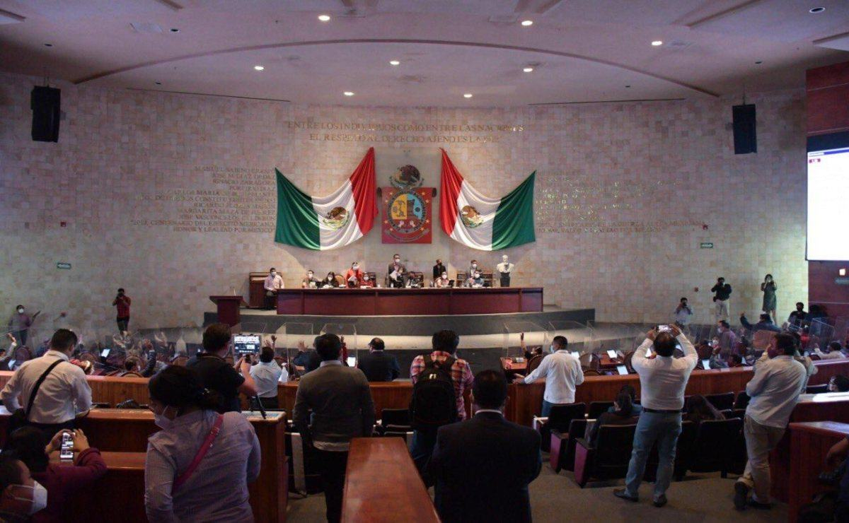 """Oaxaqueños radicados en EU piden al Congreso estatal aprobar creación de """"diputado migrante"""""""