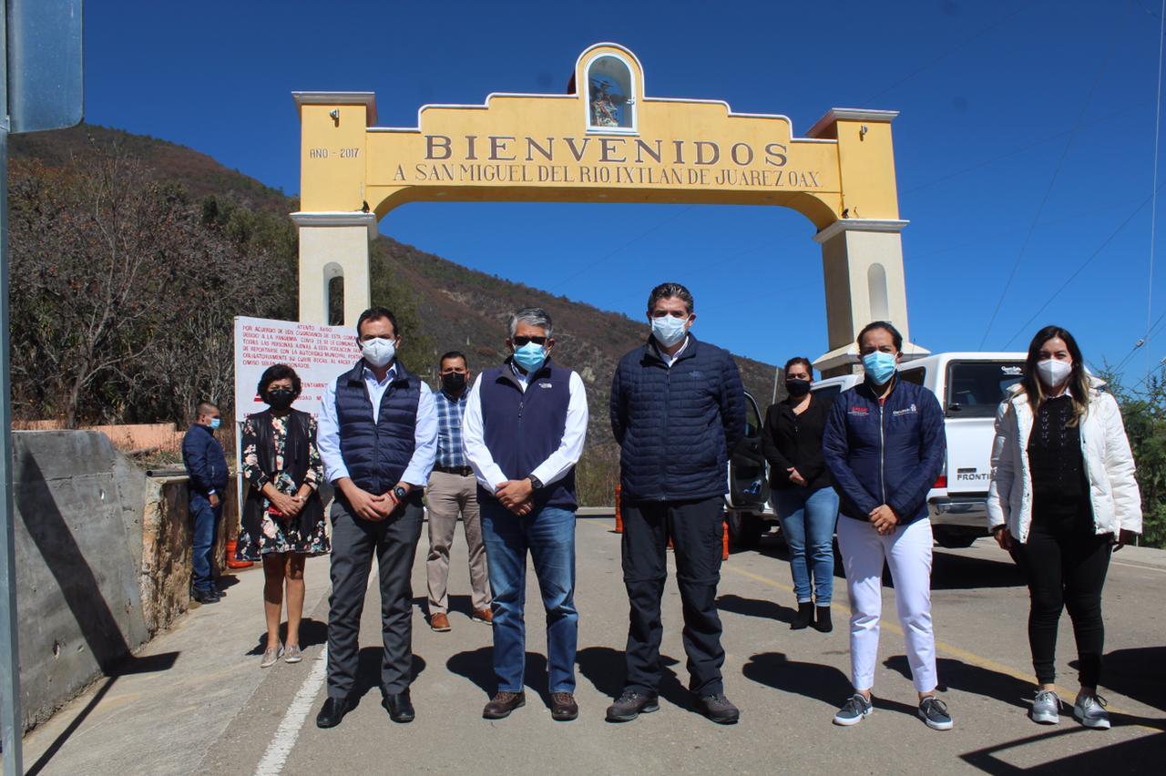 Inician programa piloto en la Sierra para que comunidades de Oaxaca supervisen recursos en Salud