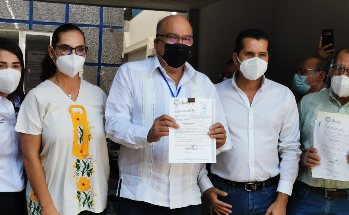 Se registra el priista Javier Villacaña como aspirante a candidato común con el PAN, para la capital de Oaxaca