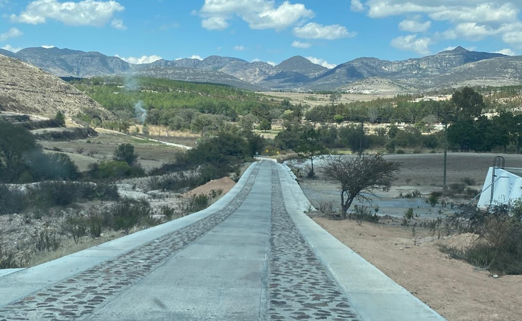 Programa de caminos de AMLO en Oaxaca enfrenta a Sosola: tras acusaciones, edil rechaza desvío del trazo