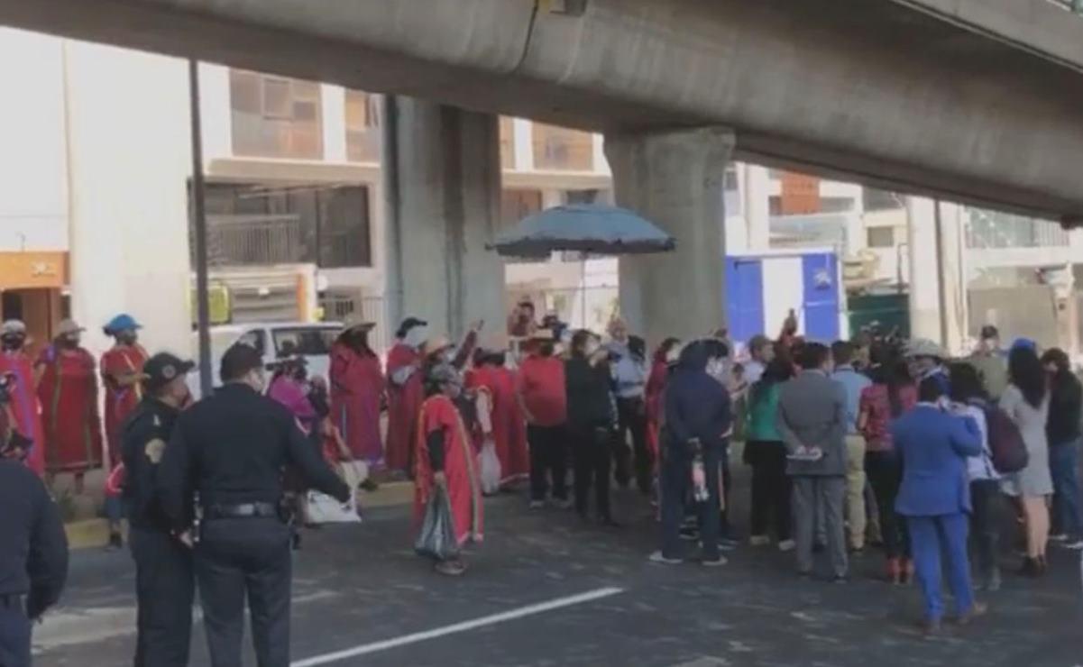 Tras cerrar Periférico en la CDMX, recibe la CNDH a comisión de desplazados triquis de Oaxaca