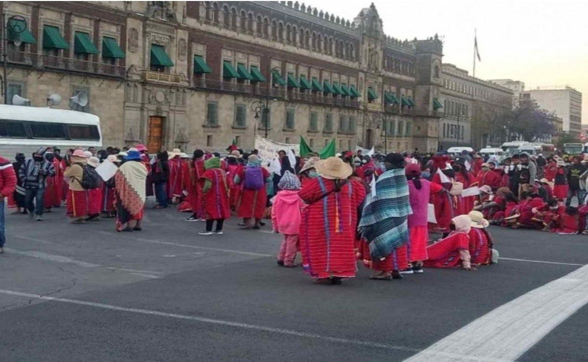 Triquis de Oaxaca inician huelga de hambre frente a Palacio Nacional, hasta tener audiencia con AMLO
