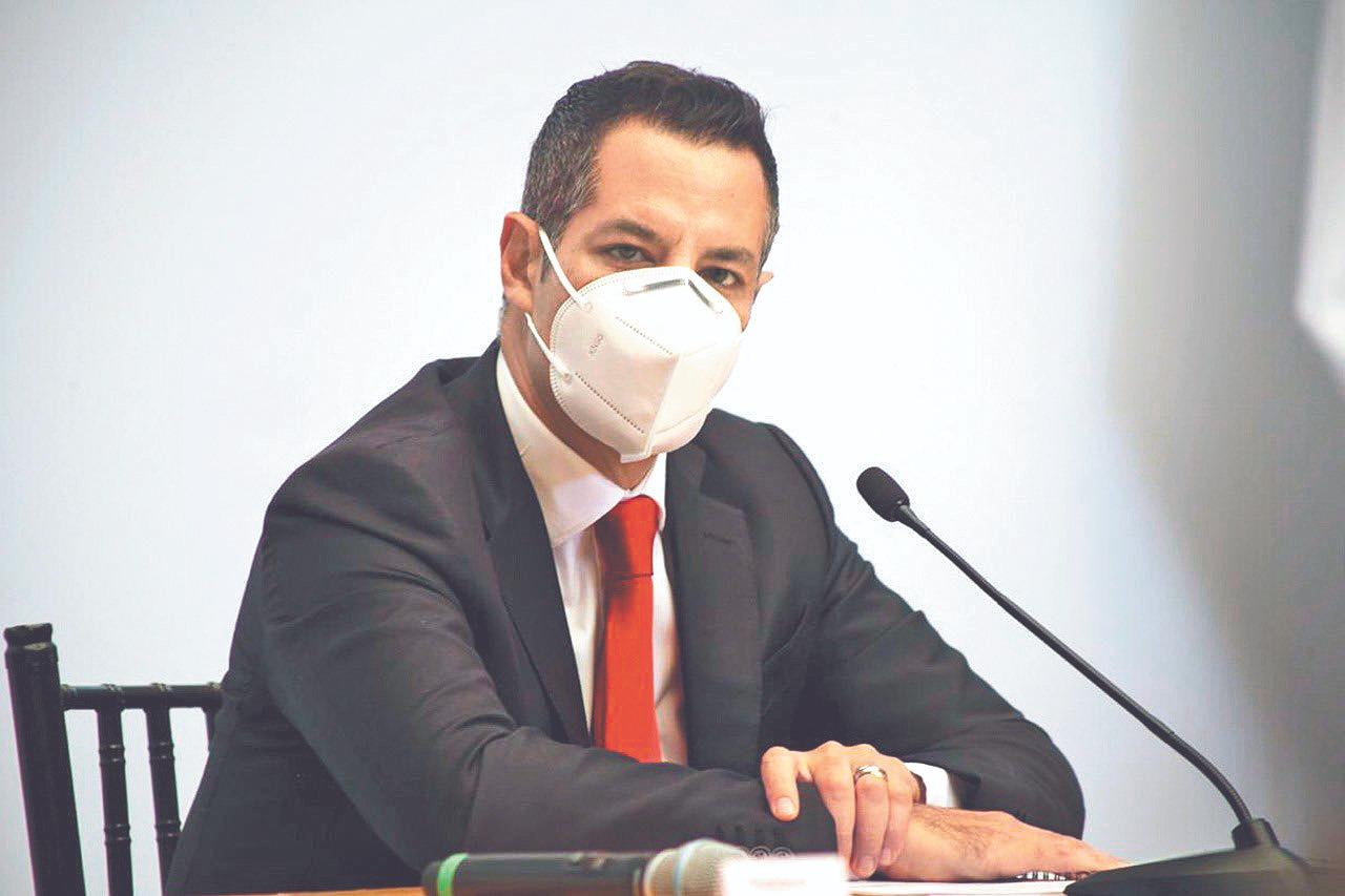 De cara a elecciones, acepta Murat 5 renuncias más de funcionarios del gobierno de Oaxaca
