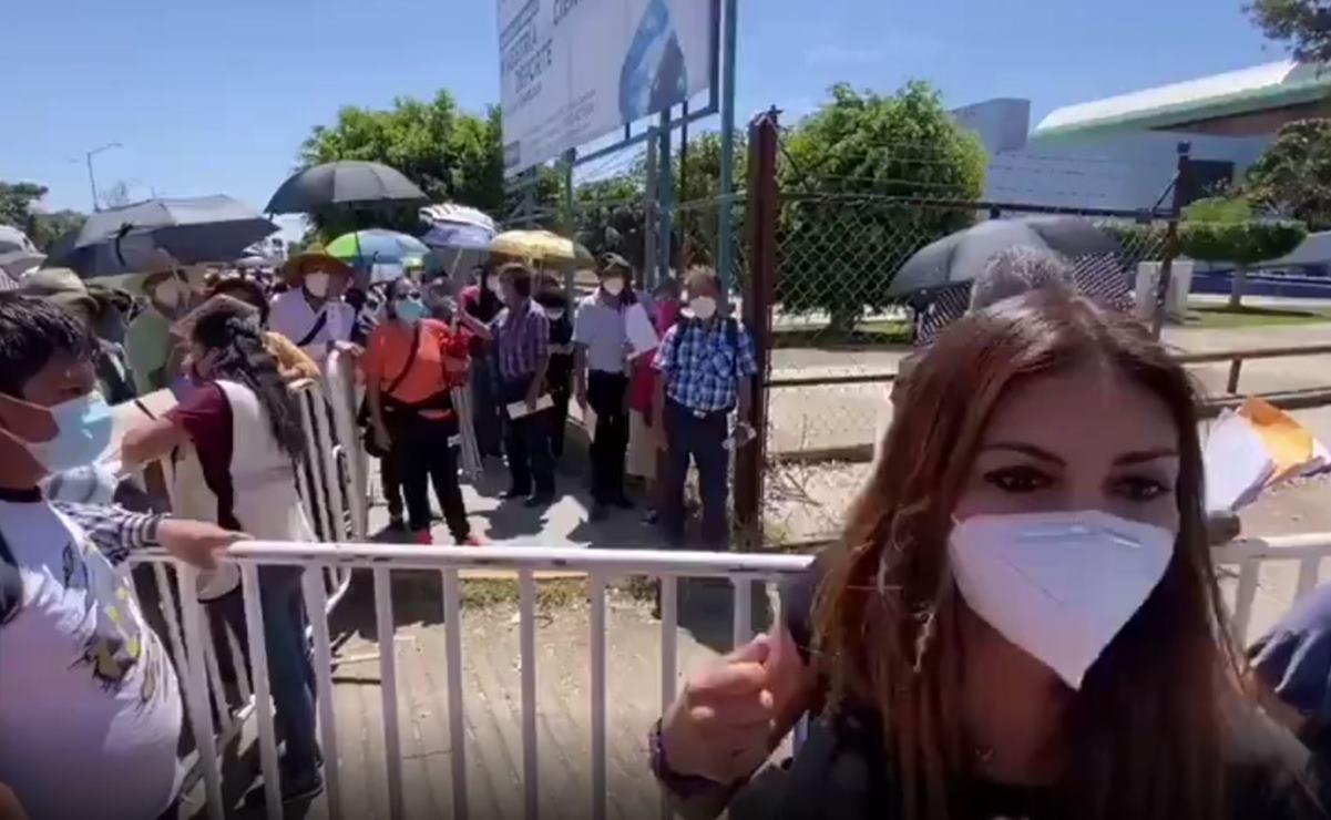 Abuchean a diputada y precandidata del PAN a edil de Oaxaca de Juárez en módulo de vacunación Covid