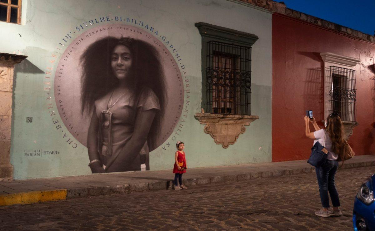 Con un mural de una joven yalalteca en la capital, comparten la riqueza de los pueblos de Oaxaca