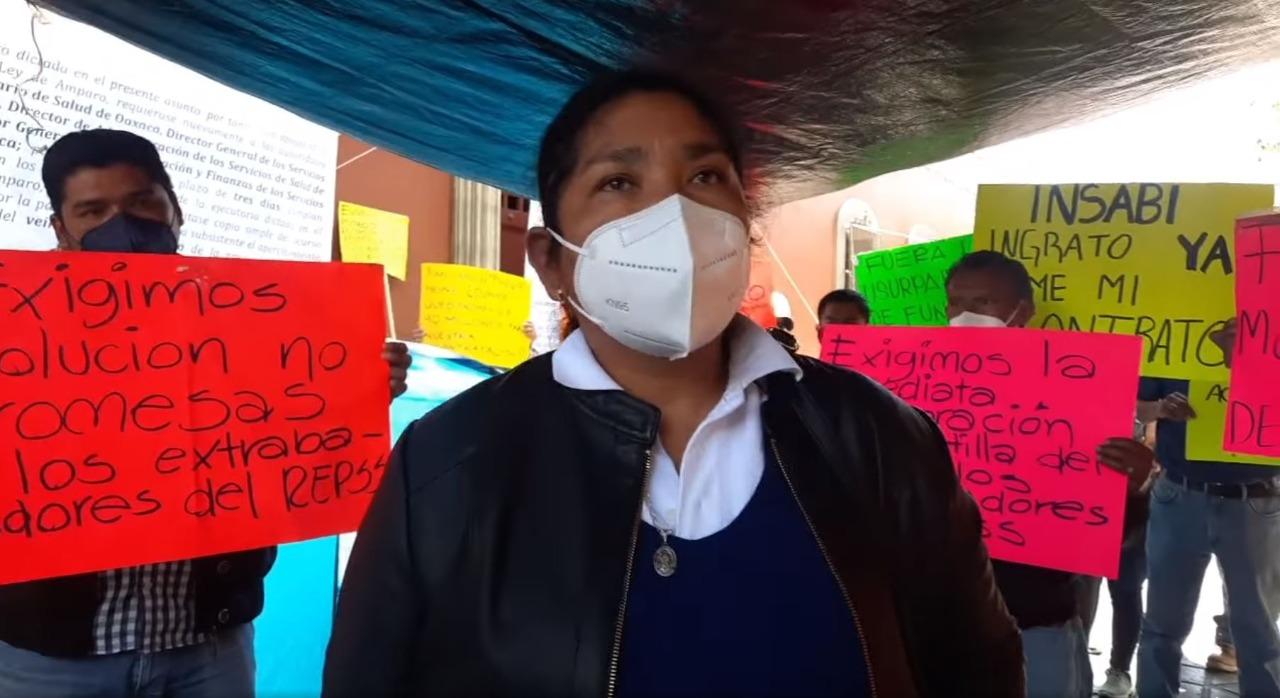 Con plantón indefinido en la ciudad de Oaxaca, trabajadores del Seguro Popular exigen su recontratación