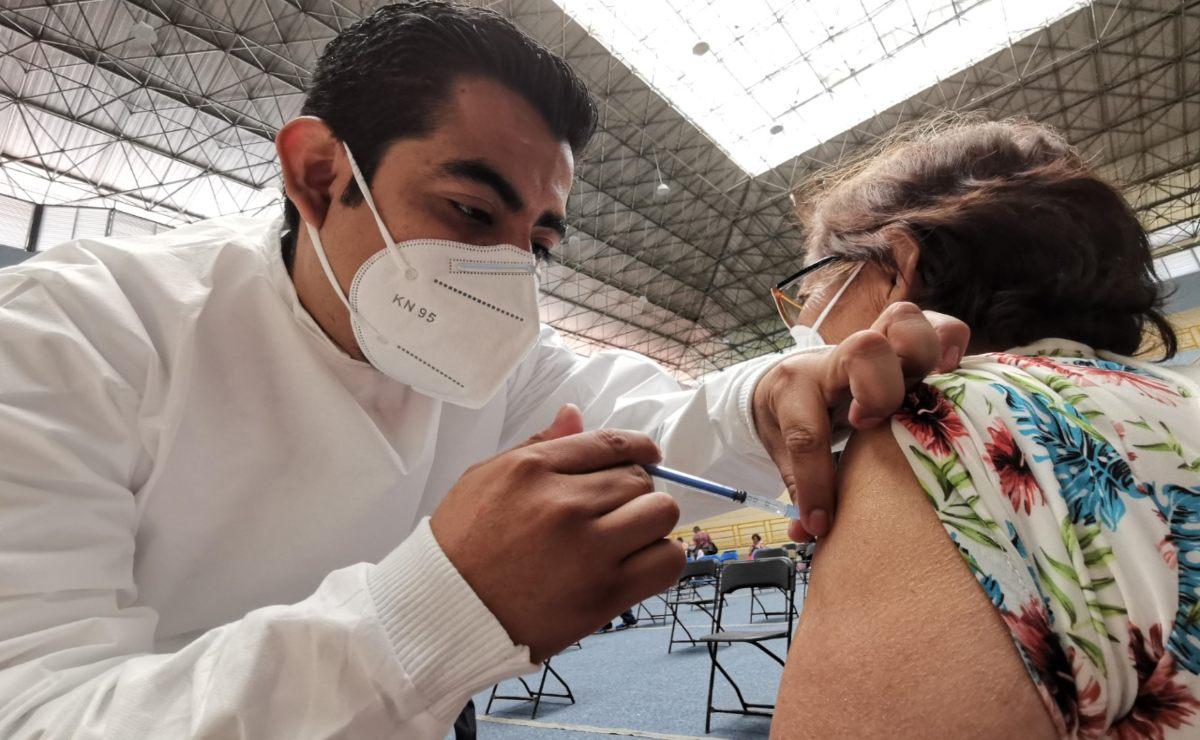 ¿Tú o un familiar se van a vacunar contra el Covid-19 en Oaxaca? Esto recomienda sector Salud