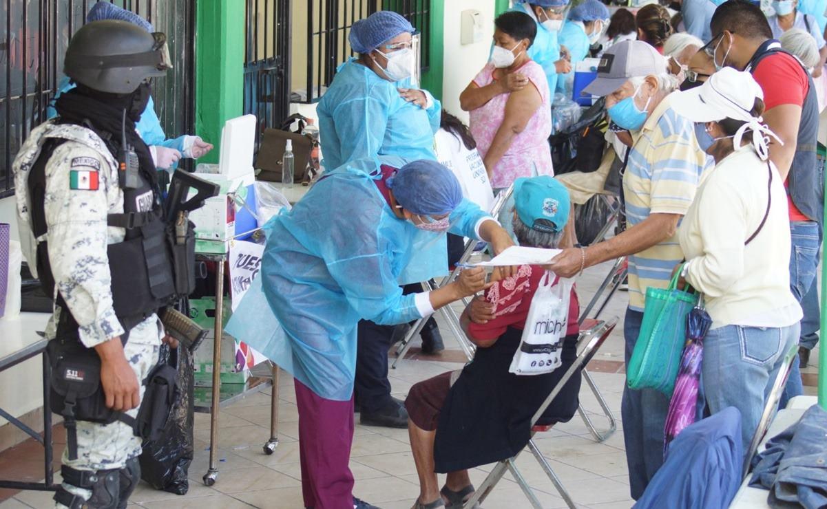 """Acusan en NL que 8 estados, incluido Oaxaca, han recibido vacunas Covid """"echadas a perder"""""""