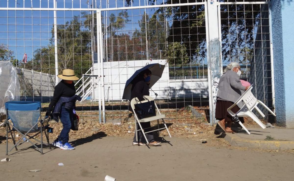 Oaxaca ofreció estadio de Alebrijes y Centro de Convenciones para evitar filas en vacunación; 4T los rechazó