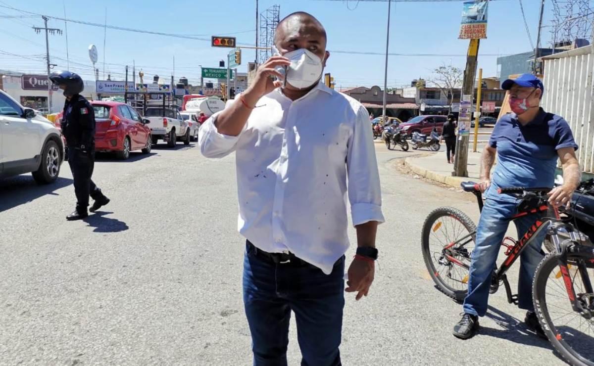 Personal de Bienestar Oaxaca encañona a edil de Santa Lucía que protestaba por vacunación contra Covid-19