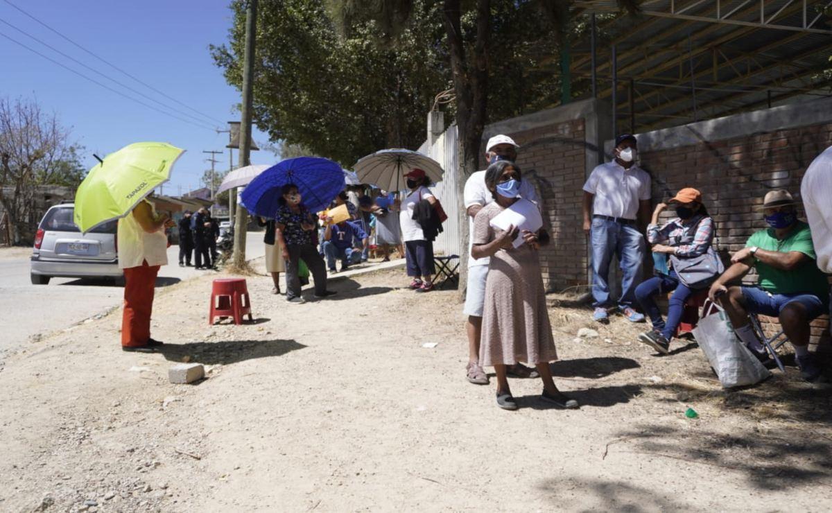 La esperanza no basta: cientos de ancianos de Oaxaca se quedan sin vacuna contra Covid-19