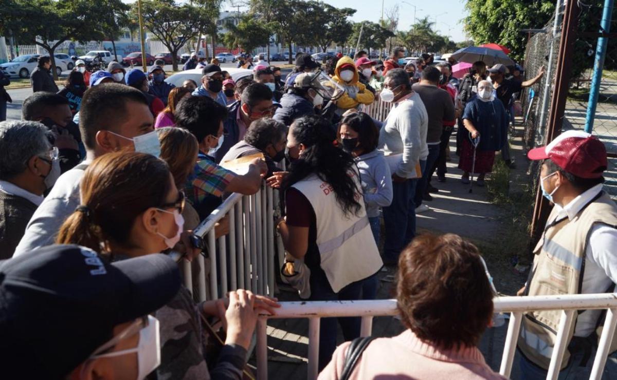 Vacunación contra Covid-19 en Oaxaca es un desastre: Murat; denuncia caos de Bienestar ante Conago