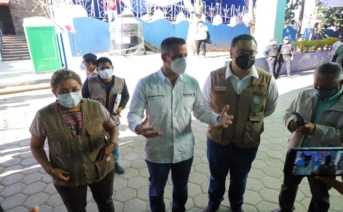 Tras caos y largas filas por vacunación anti Covid, llega coordinador de superdelegados a supervisar proceso en Oaxaca