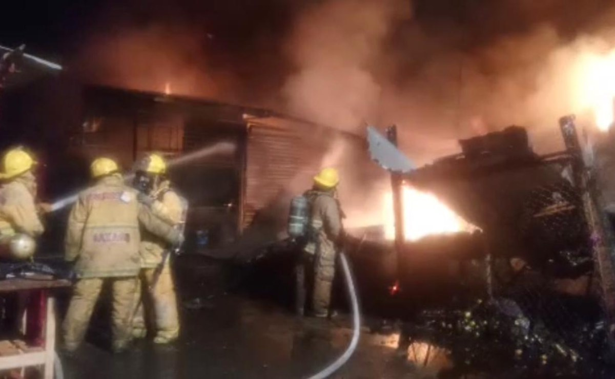 Incendio en mercado de Juchitán consume cerca de 60 puestos comerciales