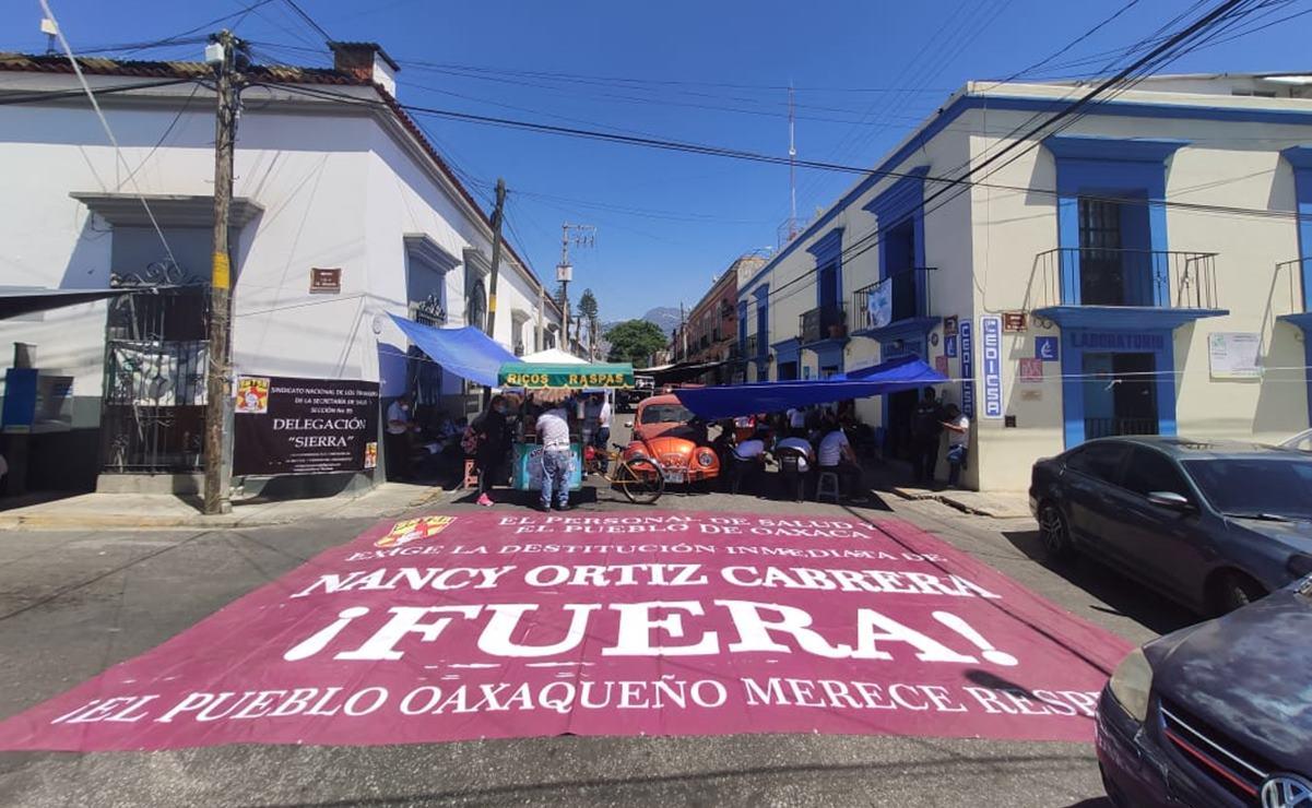 Con bloqueos y protestas en el Istmo y la capital de Oaxaca, Sección 35 exige vacunas Covid